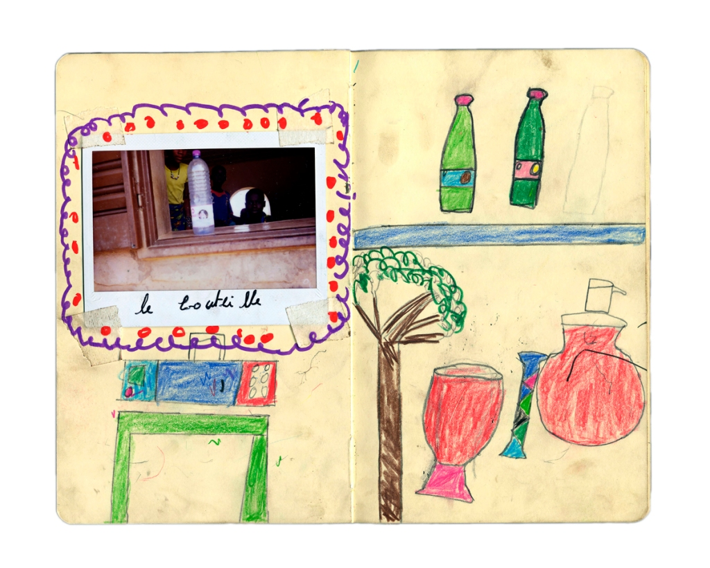 """Quaderno realizzato dai bambini dogon , dalla serie """"I segreti della scatola magica - Fotografie per  l'acqua""""Elena Givone -Contrasto, per Alì 2000 Onlus."""